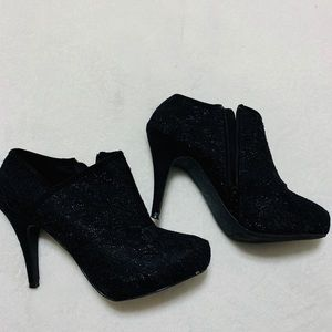 Women's Black booties size 7.5
